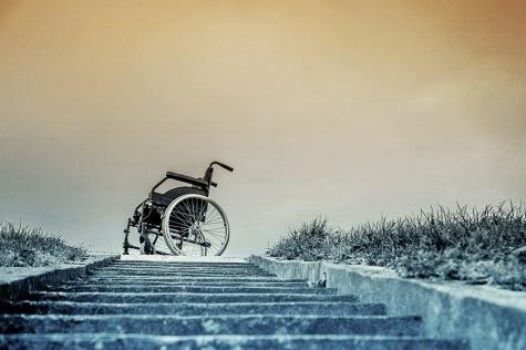 kørestol for enden af en trappe © KirstenKKester.com | Kirsten K. Kester