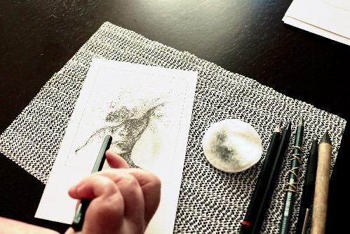 Tegner til udstilling © KirstenKKejster.com | Kirsten K. Kester